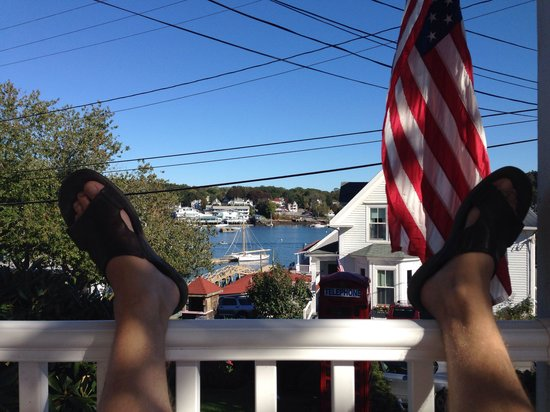 Greenleaf Inn at Boothbay Harbor: Don't miss the front porch