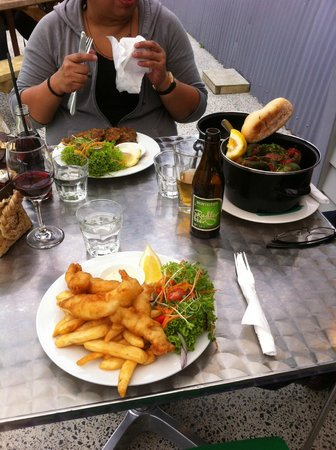 Coromandel Mussell Kitchen : Mussel Fritters, Mussel Hotpot & Fish & Chips YUMMO!