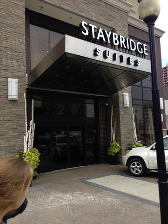Staybridge Suites Hamilton - Downtown: Front Entrance