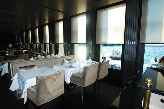 Key Hotel: very modern dining room , great breakfast area with sea view