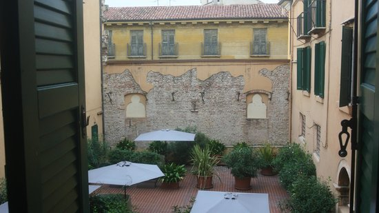 Accademia Hotel : Courtyard View from our room