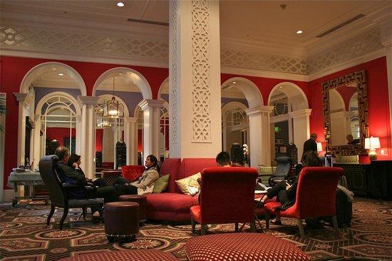 Kimpton Hotel Monaco Portland: Groovy lobby, mega fun