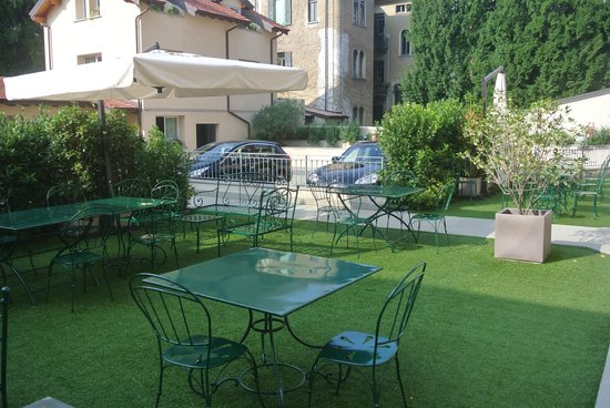 Hotel di Varese: Courtyard