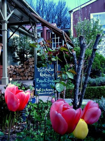 Postmaster's Residence: Beautiful garden