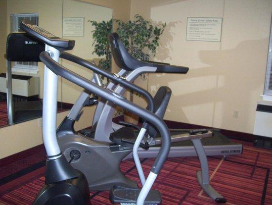 La Quinta Inn & Suites St. Albans: small gym