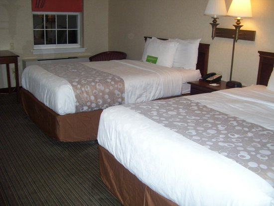 La Quinta Inn & Suites St. Albans: bed