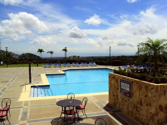 Barcelo Managua: Pool area with great view of Lake Managua