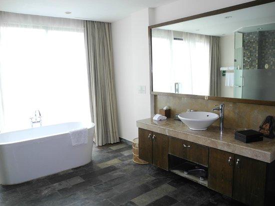 Pattra Resort: Bathroom