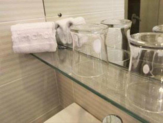 d'primahotel WTC Mangga Dua: Bathroom