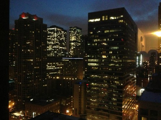early morning skyline picture of chicago marriott. Black Bedroom Furniture Sets. Home Design Ideas