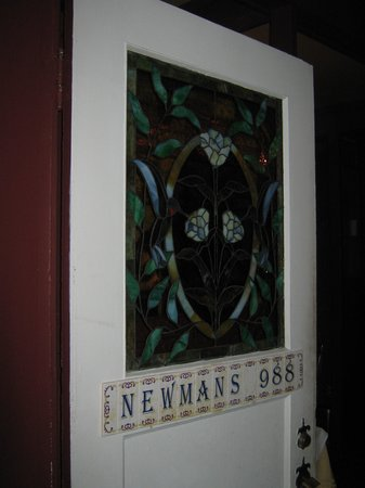 Newmans at 988: cute little house setting
