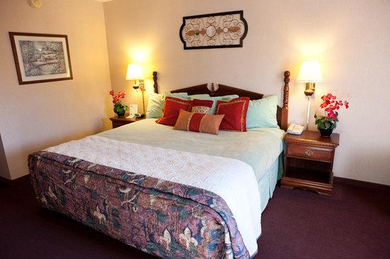 Scenic Hills Inn: king w/Recliner