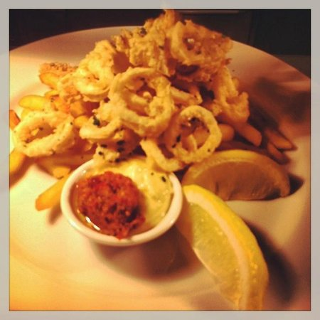 New Windsor Hotel: Chilli Salt & Pepper Calamari $18