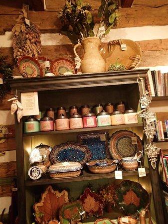 Jean Bonnet Tavern: cute shop