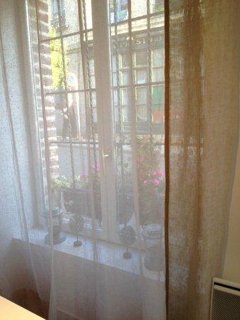 L'Autre Maison : more window view
