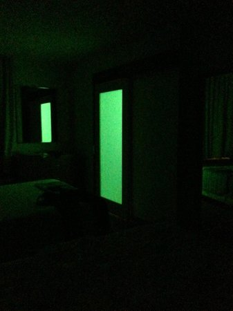 SpringHill Suites Grand Forks: Doors work as night lights!