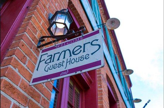 Farmers Guest House: Farmer's Facade
