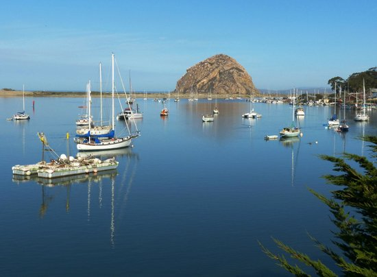 Inn at Morro Bay: Morning view of the rock from the bayside viewing deck
