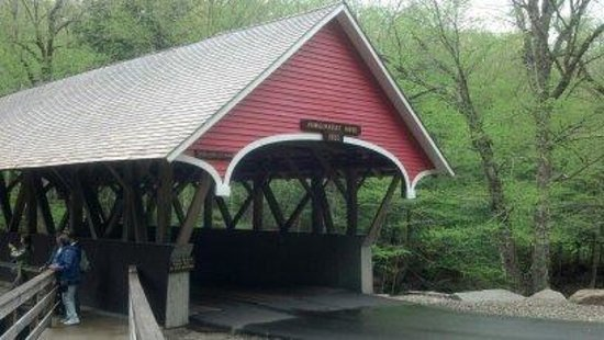 Franconia Notch State Park: Fabulous covered bridge!