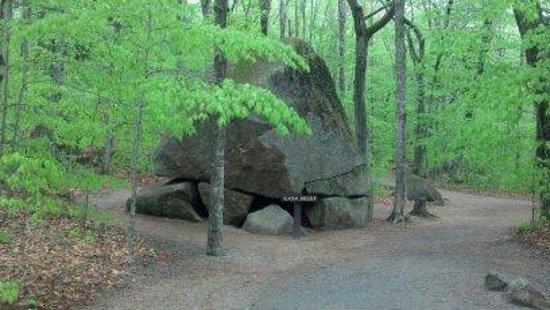 Franconia Notch State Park: Huge Leftover boulder from Ice Age