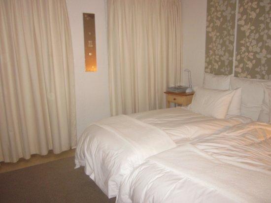 Graskop Hotel : my beautiful white bedroom!