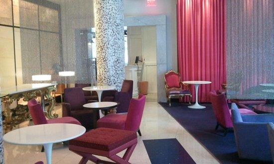 Opus Hotel: Lobby bar
