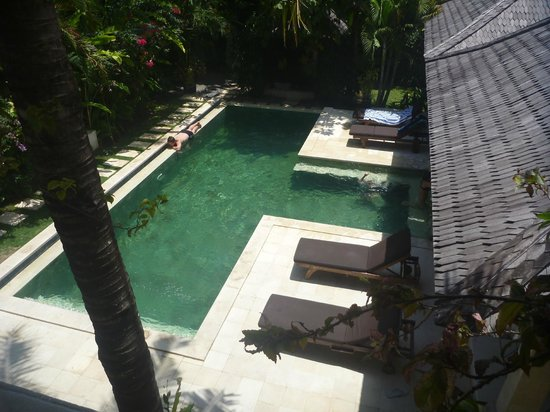 Villa Bugis: The view of the pool from the second story balcony