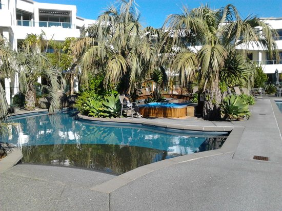 Cutters Cove Resort Apartments: lagoon pools