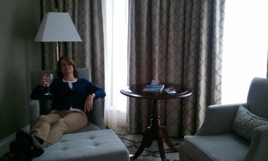 Magnolia Hotel And Spa: Sitting area!