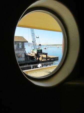 Estero Inn : Hotel room porthole !