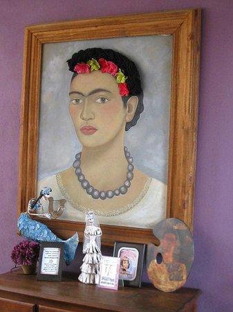 Hotel Yazmin: lots of  Frida art
