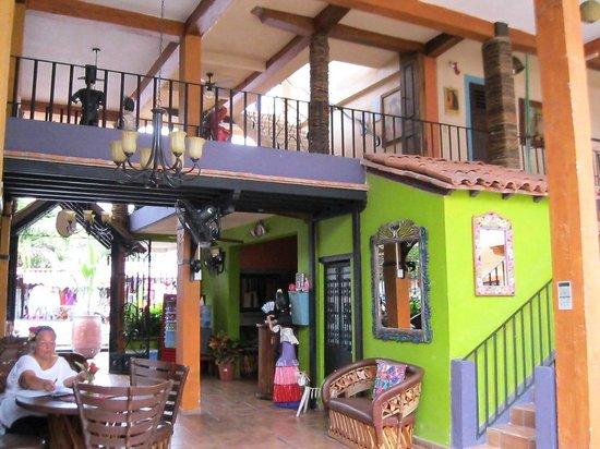 Hotel Yazmin: lower patio view