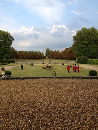 Chateau de Champchevrier: Calling of the hounds