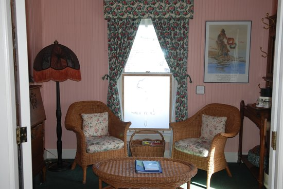 Shelburne Inn: Seating area in the room
