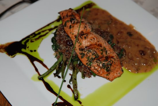 Shelburne Hotel: Salmon entree