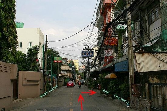 BKK Lumphini Home Stay: How to reach us: View from Soi Sri Bumphen