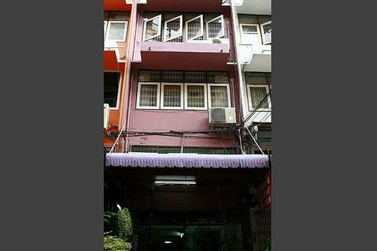 BKK Lumphini Home Stay: Front view