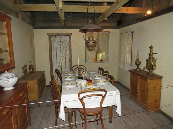 South African Jewish Museum: Dining room scene