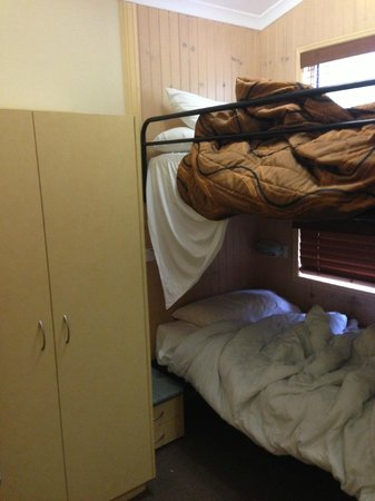 Ashmore Palms Holiday Village: bedroom