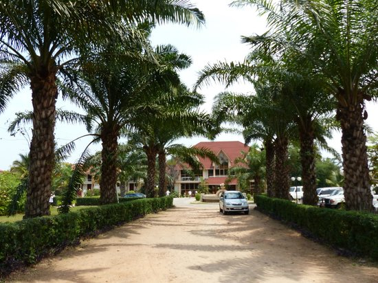 Hotel Safari Gate: the front view of the hotel
