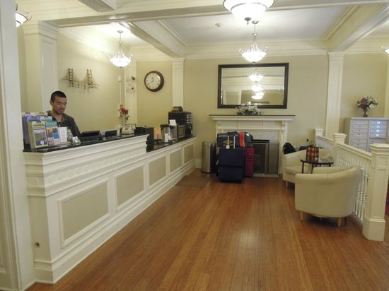 The Grant Hotel : フロント、レセプション