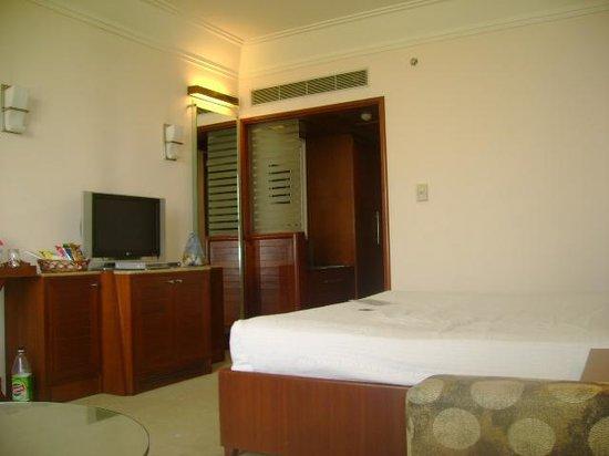 Ramada Plaza JHV Varanasi: Room