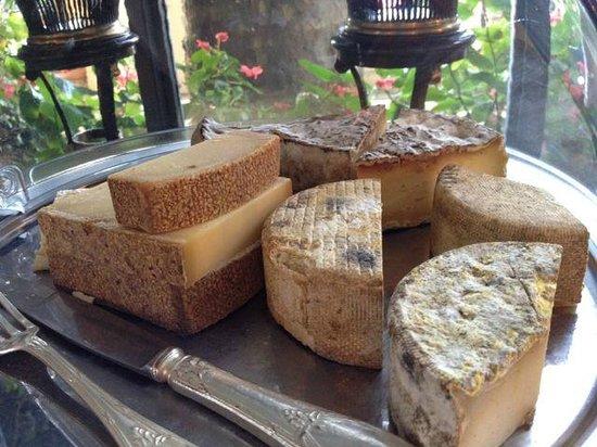 Villa Gallici : 朝食のチーズセレクション