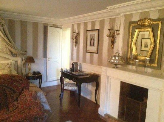 Villa Gallici: コテージ20号室の上階居間には暖炉が