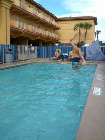Best Western Oceanfront : Banzai into the pool!