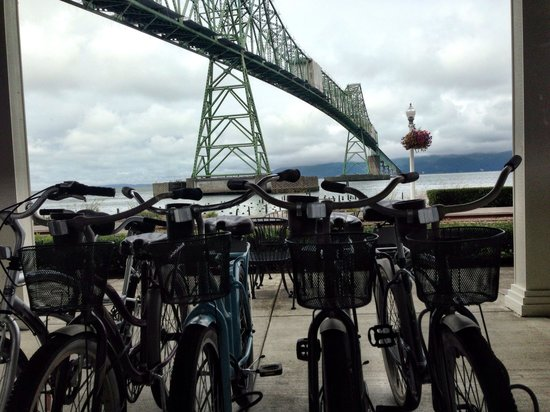 Holiday Inn Express and Suites Astoria: Bikes for hotel guests to use