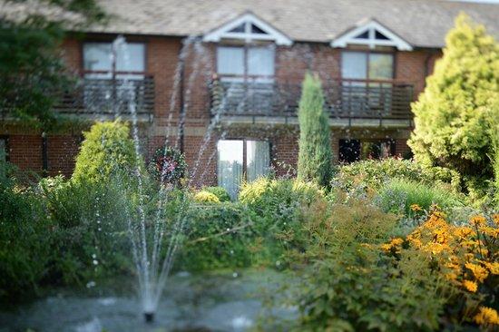 Park Farm Hotel: Water fountain