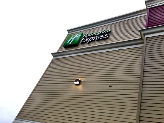 Holiday Inn Express and Suites Astoria: Sign