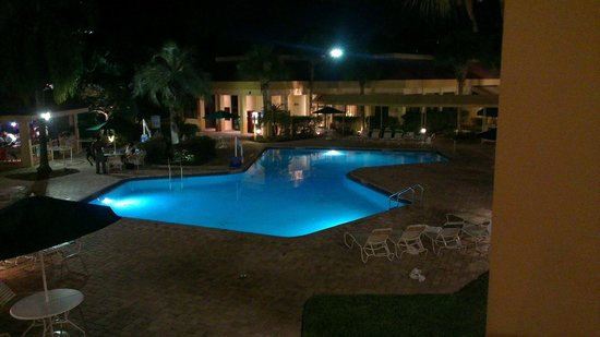 Quality Inn at International Drive : Pool vom Zimmer aus