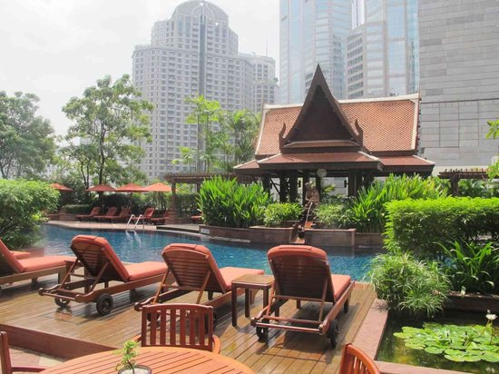 The Athenee Hotel, a Luxury Collection Hotel, Bangkok: pool shot 1